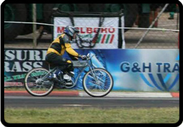 racing motorised bicycles at Zwartkops